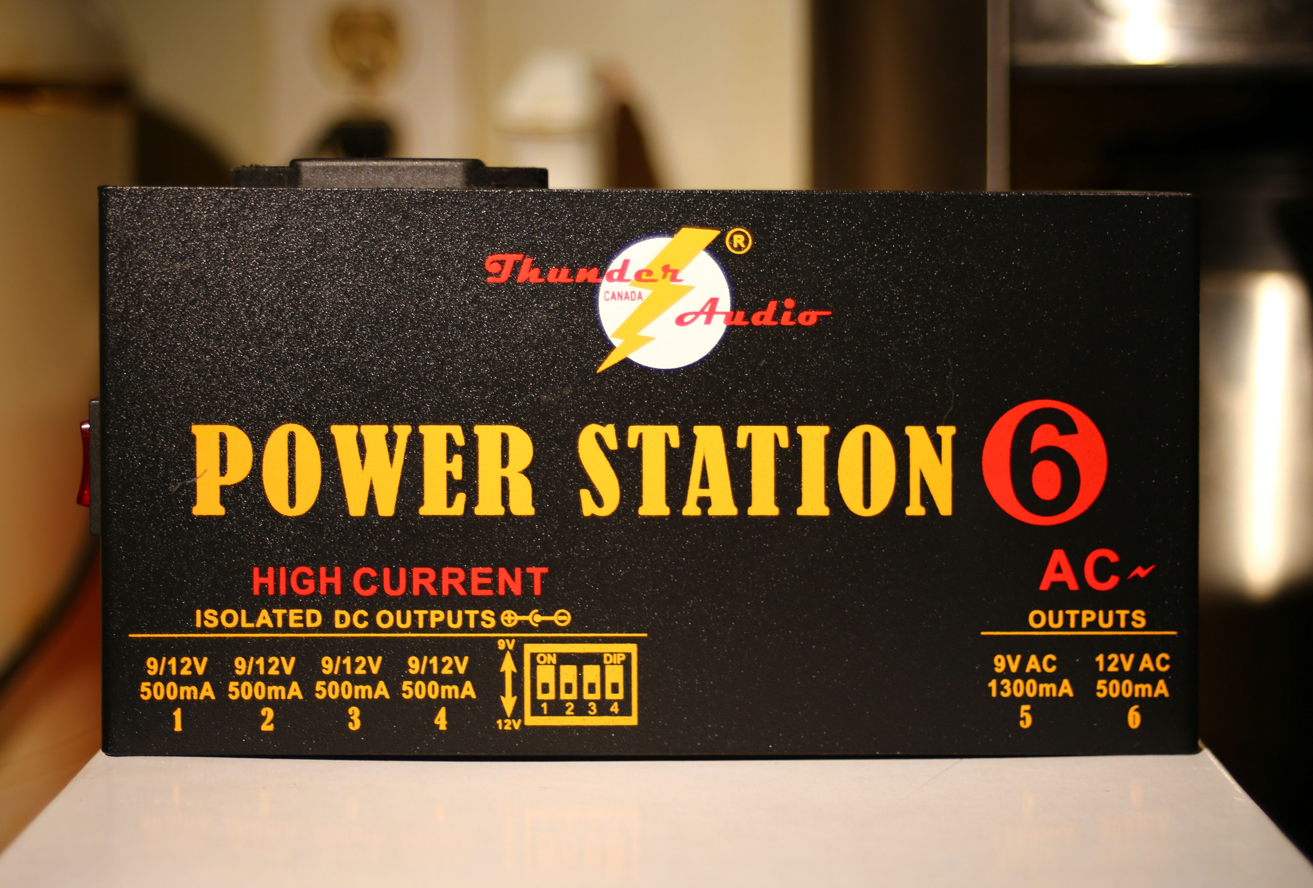A Thunder Audio Power Station 6 Pedal Power Supply Music